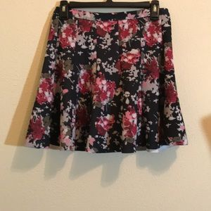 EUC!! Abercrombie and Fitch Floral Pleat S…
